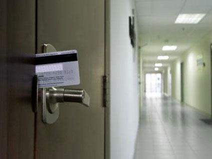 Fresno Locksmith Credit Card Door Unlocking